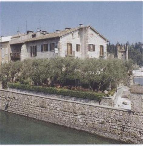 Hotel sul lago di garda visitgarda for Hotel meuble grifone sirmione